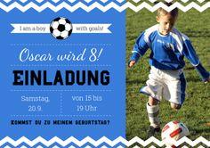 Hurra, 8 Jahre! Einladungskarte zum Kindergeburtstag für Fußball-Fans! Mit Foto vom Geburtstagskind. Hintergrundfarbe in Vereinsfarbe anpassbar!