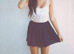 Haut en dentelle blanc et jupe à voile noir ♥️