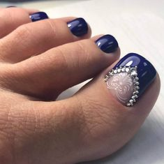 What Christmas manicure to choose for a festive mood - My Nails Pedicures, Pedicure Nails, Gel Nails, Pedicure Ideas, Nail Ideas, Wedding Pedicure, Wedding Nails Design, Pretty Toe Nails, Pretty Toes