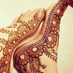 Henna in full style