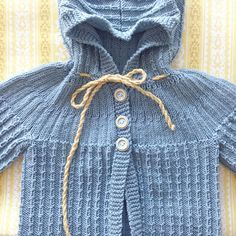 Farmorstrikk  Nydeleg jakke til minstemann  (snøringa er midlertidig) #sandnesgarn#strik#strikk#knit#strikktilbarn#børnestrik#knitforkids#strikkejakke#strikkedilla#instaknit#farmorstrikk