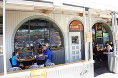 2014年夏に、ハワイ大学の近くにオープンした「The Nook Neighborhood Bistro」。料理はもちろん、居心地の良さも抜群なんです。