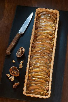 Ginger Pear Tart with Walnuts Thinly sliced pears scented with vanilla, crystallized ginger, and a pinch of cinnamon baked in a buttery crust, this simple tart tastes especially good when served warm with a scoop of vanilla ice cream. This recipe makes Sweet Pie, Sweet Tarts, Hallowen Food, Pear Recipes, Pear Dessert Recipes, Jelly Recipes, Blender Recipes, Lemon Desserts, Fudge Recipes