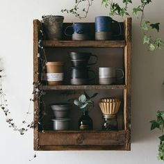 Asian Home Decor Easy to striking ideas Brilliant information to plan a warm and appealing korean home decor small spaces . The Asian Decor Ideas pinned on this creative day 20181221 , Stlying Idea Reference 2382217897 Wooden Pallet Shelves, Wooden Pallets, Korean Pottery, Build A Dog House, Asian Home Decor, Recycled Pallets, Kitchen Living, Diy Woodworking, Decoration