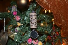 Items similar to Wine Cork Ornament with Black Embossed Pendant on Etsy Wine Cork Jewelry, Wine Cork Ornaments, Cork Ideas, Projects To Try, Christmas Tree, Table Decorations, Holiday Decor, Pendant, Unique Jewelry