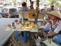 Postkartenverkäuferin in Hanoi Hoi An, Da Nang, Hanoi, Hue, Vietnam, Blog, Wings, Album, Collection