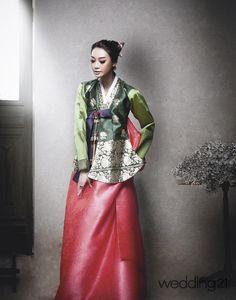 Hanbok, Korean Traditional Dress Korean Traditional Dress, Traditional Fashion, Traditional Dresses, Asian Fashion, Teen Fashion, Fashion Outfits, Korea Dress, Modern Hanbok, Japanese Kimono