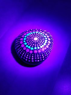 Mandala - Neons under black light Mandala Rocks, Rock Art, Rings For Men, Therapy, Silver Rings, Dots, Neon, Black, Jewelry