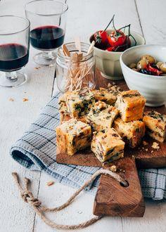hartige cake met kaas, ui en spinazie - brunch