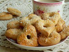 Amoniak, czyli wodorowęglanem amonuto środek spulchniający, który sprawia, że ciasteczka są kruche i chrupiące. Dla wielu są wspomnieniem dzieciństwa i babcinych wypieków, dla mnie również :) Najp… Vegan Ramen, Polish Recipes, Polish Food, Ramen Noodles, Cookies Et Biscuits, Bagel, Doughnut, Food And Drink, Cooking Recipes