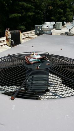 there's 2 mishaps in this photo. - http://www.hvac-hacks.com/theres-2-mishaps-in-this-photo/