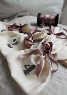 White featherdream: DIY- joulukalenteri neidille  http://whitefeatherdream.blogspot.fi/2014/11/diy-joulukalenteri-neidille.html