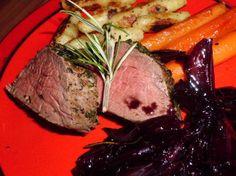 Das perfekte Rinderfilet im Kräutermantel an Rotweinschalotten und glasierten Möhren-Rezept mit einfacher Schritt-für-Schritt-Anleitung: Den Ofen und die…