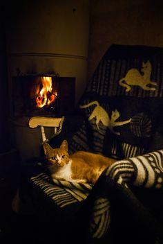 Lazy weekend in Karjalohja. Wool blanket: Kissat ja kerät. Photos by Antti-Jussi Rantala.