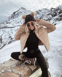 Rocking a night out outfit during the winter while keeping yourself warm can be quite tricky. Here you have some winter night outfit ideas. Winter Outfits For Teen Girls, Casual Winter Outfits, Winter Fashion Outfits, Autumn Winter Fashion, Fall Outfits, Snow Outfits For Women, Winter Snow Outfits, Christmas Outfits, Winter Hats
