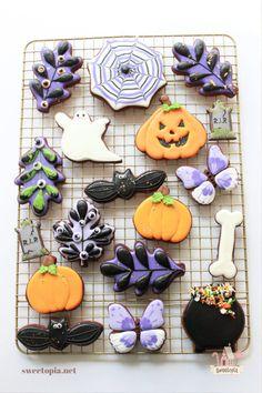 Halloween Cookie Recipes, Halloween Cookies Decorated, Halloween Decorations, Halloween Desserts, Halloween Cakes, Halloween 2020, Decorated Cookies, Cut Out Cookie Recipe, Cut Out Cookies