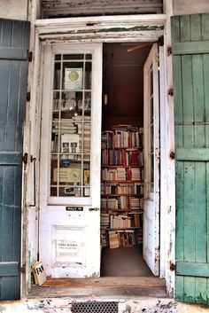 Hidden book store from New Orleans in Photos: 42 Small Things that make up The Big Easy