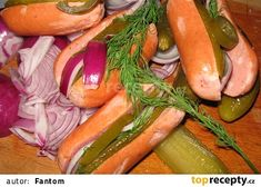 Pikantní utopence recept - TopRecepty.cz Fresh Rolls, Pickles, Hot Dogs, Cucumber, Zucchini, Carrots, Sausage, Stuffed Peppers, Meat