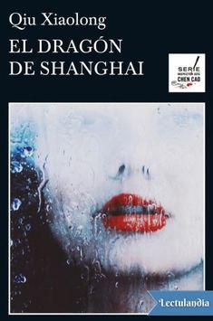 En la brigada de casos especiales de Shanghai están todos estupefactos: con la excusa de ascenderlo a un cargo burocrático, han alejado al inspector jefe Chen de los expedientes más delicados.Tras comprobar que intentan atraerlo hacia una trampa, Che...