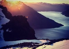 """""""Fantastic Spring sunset ontop of The Remarkables at 6,500ft. Wish you were here? Come and joun us! #Queenstown #springsunset #lakewakatipu…"""""""