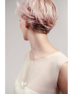 Short Blonde Pixie Cut Back Blonde Hair With Pink Highlights, Pink Blonde Hair, Blond Pastel, Pastel Pixie, Popular Short Haircuts, Cool Short Hairstyles, Top Hairstyles, Cropped Hairstyles, 1940s Hairstyles