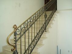 Barandales De Hierro | ... -sula/fabrica-de-portones-y-barandas-de-hierro-forjado__5CD9EB.html Interior Stair Railing, Iron Stair Railing, Balcony Railing, Staircase Design, Railings, Steel Handrail, Blacksmithing, Wrought Iron, Simple Designs