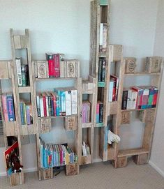 Transcendent Dog House with Recycled Pallets Ideas. Adorable Dog House with Recycled Pallets Ideas. Diy Pallet Wall, Wooden Pallet Projects, Wood Pallet Furniture, Pallet Shelves, Pallet Crafts, Book Shelves, Wood Crafts, Diy Furniture, Outdoor Furniture