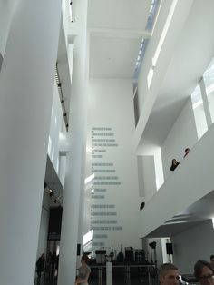 barcelona-macba-2-touring-solo-travelling-alone