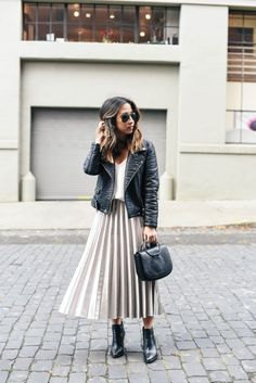 Cool Trendy Pleated Midi Skirt Outfits for Feminine Style from https://www.fashionetter.com/2017/04/13/trendy-pleated-midi-skirt-outfits-feminine-style/
