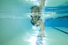 One-Hour Workout: This swim challenges the athlete to incorporate sighting during progressive efforts, similar to how they will race in open water. Swimming Pool Exercises, Pool Workout, Swimming Drills, Triathlon Swimming, Swim Workouts, Swim Training, Triathlon Training, Training Tips, Swim Technique