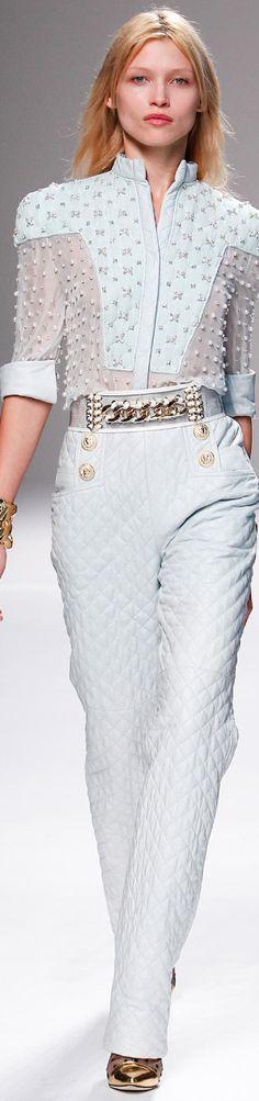 Balmain Fashion show Details Runway Fashion, Spring Fashion, Womens Fashion, Paris Fashion, White Fashion, French Fashion, Beautiful Outfits, Cool Outfits, Christophe Decarnin