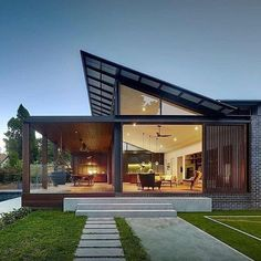 Architecture Discover Kensington House by Virginia Kerridge Architect Kensington House by Virginia Kerridge Architect Australian Architecture, Residential Architecture, Modern Architecture, Architecture Awards, Scandinavian Architecture, Architecture Company, Architecture Interiors, Future House, Modern Roof Design