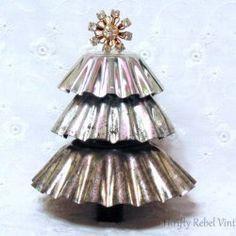 http://thriftyrebelvintage.com/2016/12/repurposed-christmas-tart-tin-tree.html/