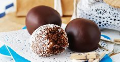Give a gift to remember this festive season with these easy Coconut rum balls.
