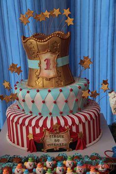 Festa Circo! Mais ideias aqui: http://mamaepratica.com.br/2015/04/20/10-temas-para-festa-de-menino/