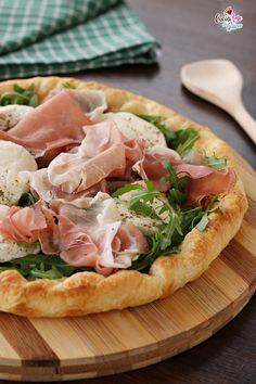 Sfogliata con speck e mozzarella Mozzarella, Good Food, Yummy Food, Exotic Food, Love Eat, Daily Meals, Antipasto, Snack, Quiche