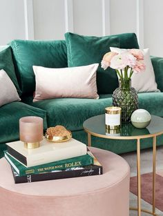 Interior trend color Emerald green - this is how you style it, so it does not look too dark - Home Design & Creative Ideas - Bedroom Decor Living Room Green, Living Room Sofa, Living Room Decor, Bedroom Decor, Dining Room, Home Living, Modern Living, Interior Design Living Room, Living Room Designs