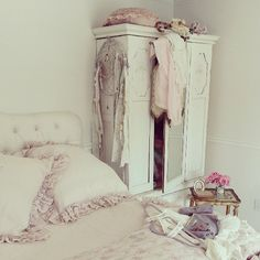 Bedroom. White, Pink, Chippy, Shabby Chic, Whitewashed, Romantic, Cottage, French Country, Rustic, Swedish decor Idea.