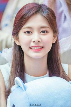 Story about a 21 years old girl name y/n who born in Japan and move to America. Kpop Girl Groups, Korean Girl Groups, Kpop Girls, Nayeon, Old Girl Names, Chou Tzu Yu, Tzuyu Twice, Dahyun, Beautiful Girl Image