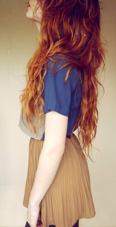 I need a beige skirt! #beige #skirt #needit #tshirt #blue #redhair