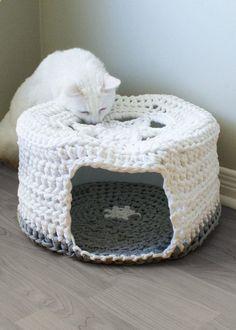 T-Shirt Yarn Crochet Patterns   Crochet PATTERN - Chunky T-shirt Yarn Pet Cave / Cat Bed, Tarn, Tshirt ...