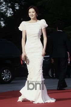 Go Ara at the Baeksang Arts Awards Long Gown Dress, Long Gowns, Go Ara, Nice Dresses, Formal Dresses, Korean Actresses, Korean Celebrities, Red Carpet Dresses, Celebrity Dresses