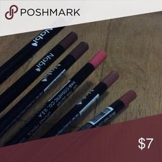 Set of 6 Nabi lip liners (used slightly) Lip liners from Nabi in shades pink glitter, soft brown, coffee, red brown, chestnut , mauve (some shades are used more than others) Makeup Lip Liner