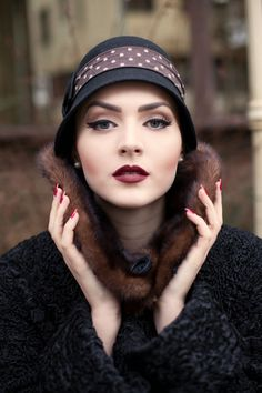Vintage Makeup Idda van Munster: Dark Flapper Look by Nina and Muna Great Gatsby Makeup, 1920s Makeup Gatsby, 1920s Inspired Makeup, 1920s Makeup Look, Roaring 20s Makeup, 1920s Hair, 1920s Flapper, Flapper Style, Make Up Looks