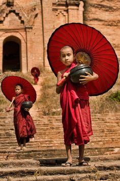 """Novice Monks"". April Badilles. Mingun Village, Birmania"