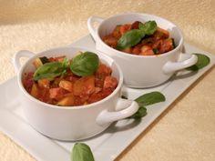 Zeleninový gulášek s klobásou Kefir, Chana Masala, Thai Red Curry, Cooking Recipes, Menu, Snacks, Dishes, Ethnic Recipes, Soups