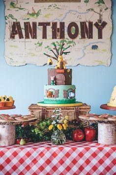 Décoration anniversaire Winnie l'Ourson et gâteau
