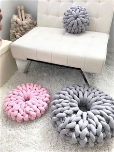 Donut Pillow Tube yarn 2019 Round PIllow Merinow Wool Pillow BeCozi The post Donut Pillow Tube yarn 2019 appeared first on Pillow Diy. Wool Pillows, Diy Pillows, Pillow Ideas, Knot Pillow, Knot Cushion, Chunky Blanket, Chunky Knit Throw, Chunky Yarn, Knitting Kits