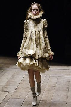 Alexander McQueen Fall 2006 Ready-to-Wear Fashion Show Collection