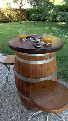 1787 - Tavolo #pub da #botte Briganti integrato con dispositivo di ricarica per smartphone by #Rewise (www.RewiseSrl.it) - Tel.0547 310171